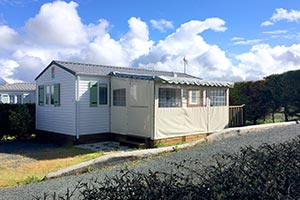 Mobile home with covered terrace for rental near Royan